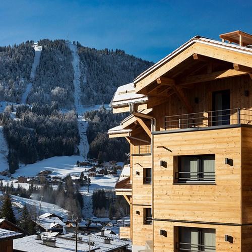 St-Alban-Hotel-Spa-Façade-avec-vue-pistes-jour-1.jpg
