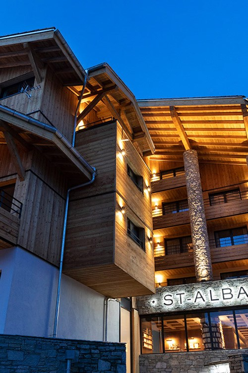 St-Alban-Hotel-Spa-Façade-nuit-1.jpg