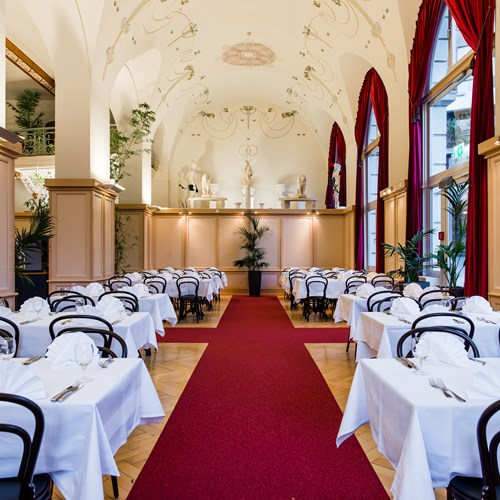 Restaurant with high ceiling at the Hotel Terrace in Engelberg