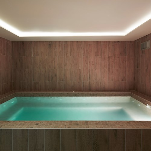ski in ski out hotel Trois Vallees in Courchevel-Indoor pool