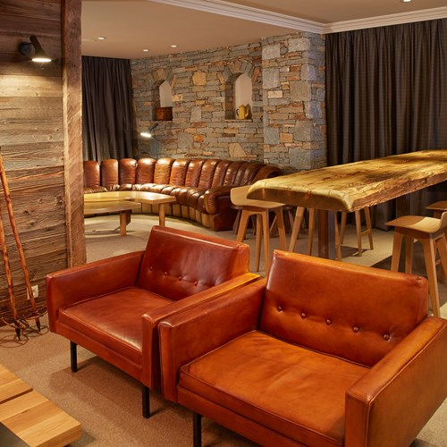 ski in ski out hotel Trois Vallees in Courchevel-tables and chairs