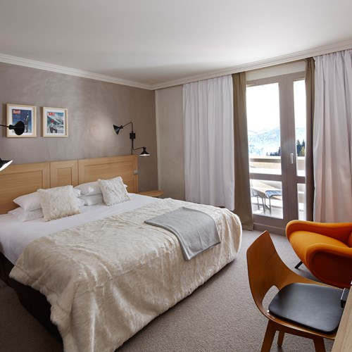 ski in ski out hotel Trois Vallees in Courchevel-white bedroom