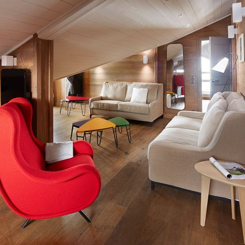 ski in ski out hotel Trois Vallees in Courchevel-bedroom seating area