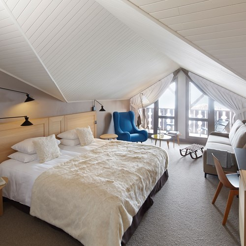 ski in ski out hotel Trois Vallees in Courchevel-bedroom in the eaves