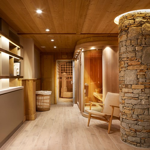 ski in ski out hotel Trois Vallees in Courchevel-wellness area