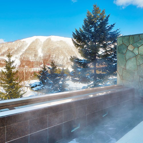 Westin ski hotel, Rusutsu ski resort - Japan - outdoor onsen view