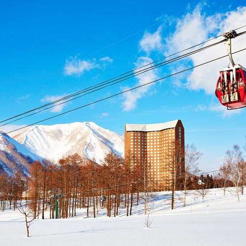 Westin ski hotel, Rusutsu ski resort - Japan - hotel and gondola