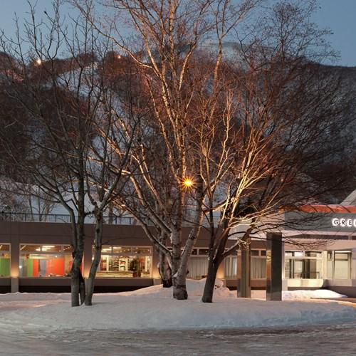 Greenleaf ski hotel - Niseko - Japan - hotel from the road