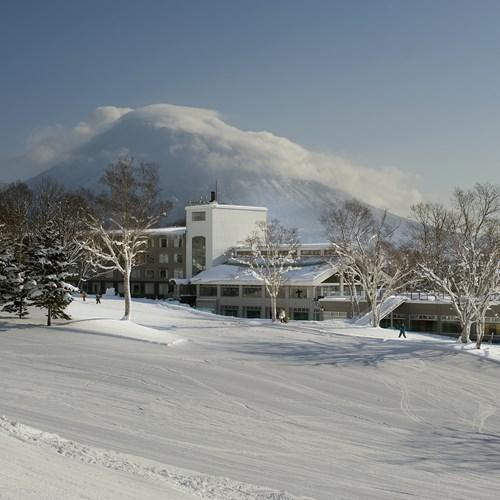Greenleaf ski hotel - Niseko - Japan - hotel from the ski slopes