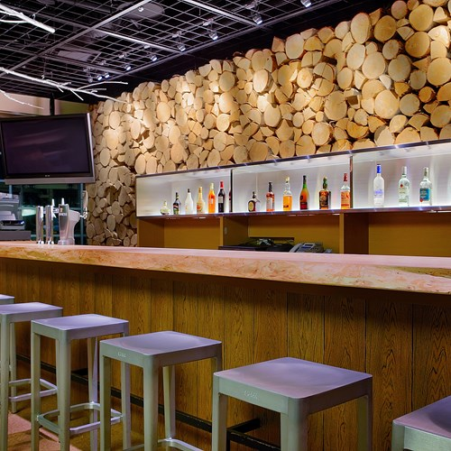 Ski Hotel Hilton Niseko Village - Japan skiing - Bar