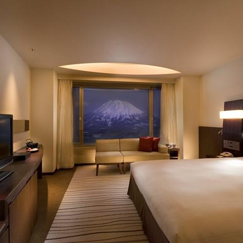 Ski Hotel Hilton Niseko Village - Japan skiing - guestroom