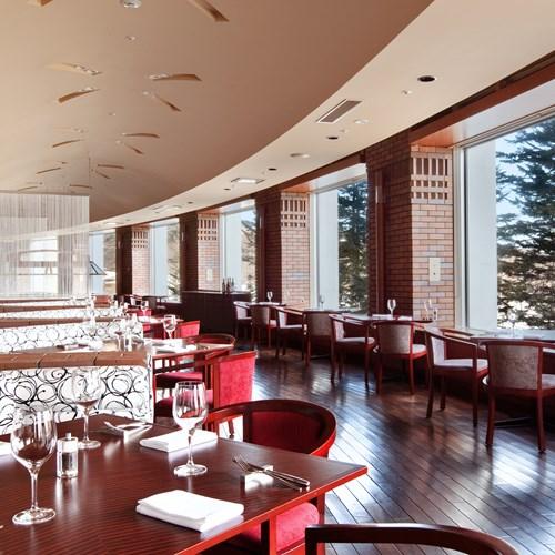 Ski Hotel Hilton Niseko Village - Japan skiing - melt bar and grill