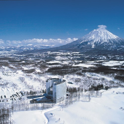 Ski Hotel Hilton Niseko Village - Japan skiing - hotel in wider setting