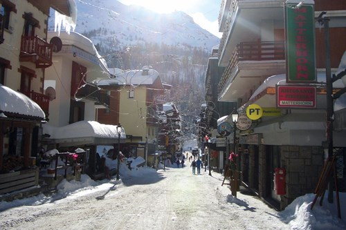 Cervinia-Italy-Street-view.jpg