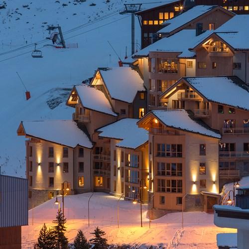 Hotel Le Taos Tignes-snowy exterior