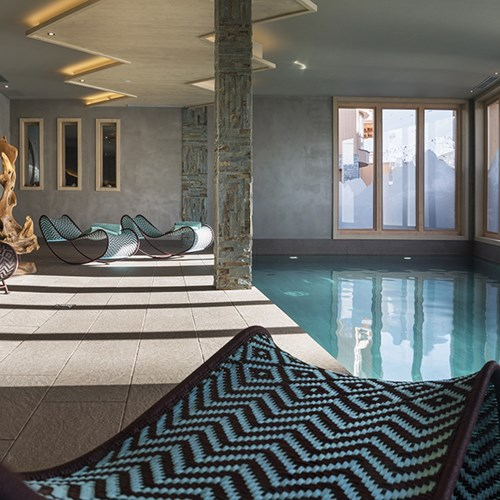 Hotel Le Taos Tignes-indoor pool and panoramic windows