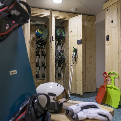 Hotel Le Taos Tignes-ski room-heated racks-lockers