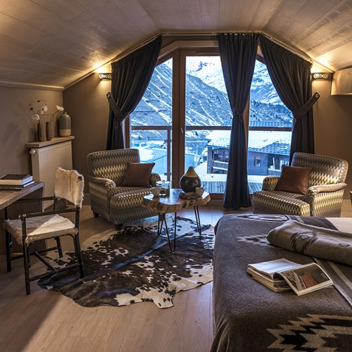 Hotel Le Taos Tignes-bedroom with large window
