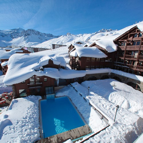 Outdoor pool surrounded by snow-Hotel Village Montana-Tignes