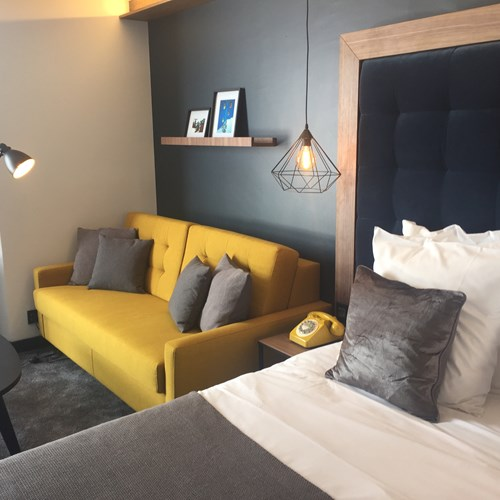 Fahrenheit-Seven-Val-Thorens-triple room yellow