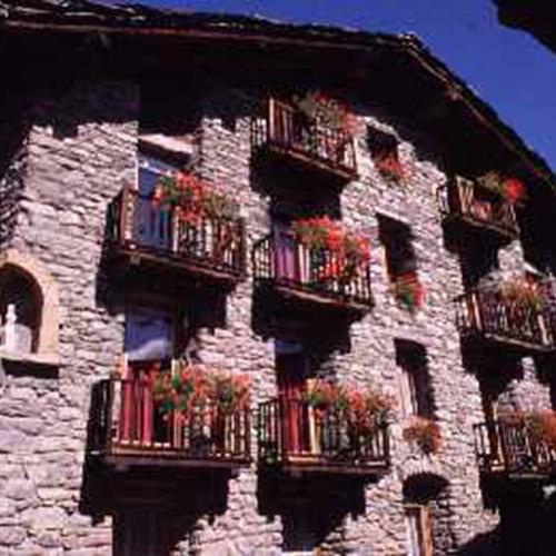 Hotel Dolonne Courmayeur exterior