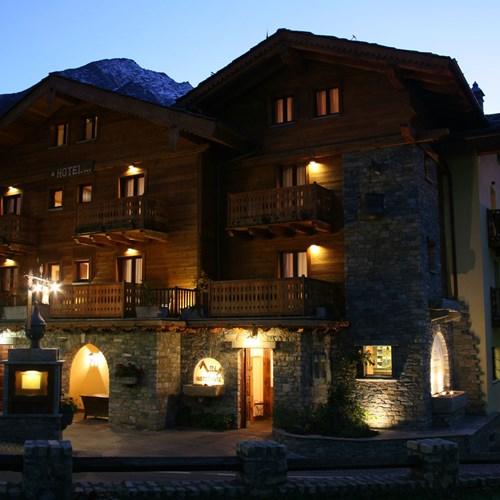 Hotel Maison Saint Jean Courmayeur hotel exterior at night