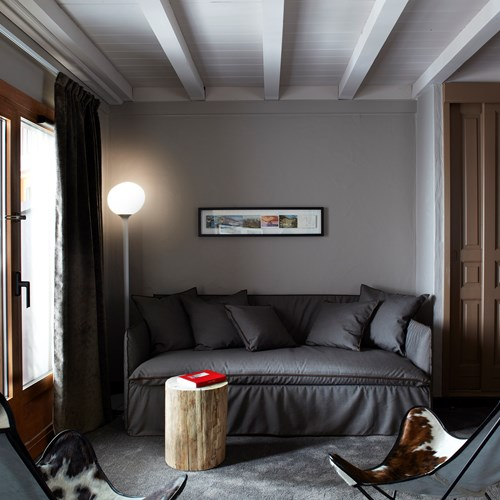 Hotel-Le-Val-Thorens-France-sofa-in-room