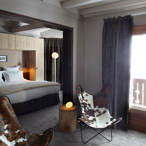 Hotel-Le-Val-Thorens-France-seating-area-in-guest-room