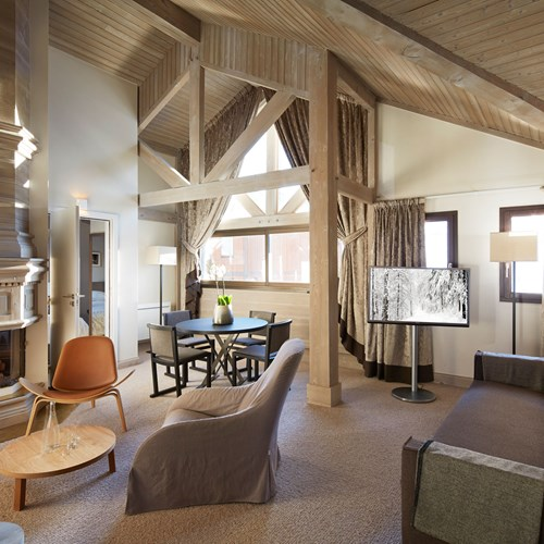 Hotel-Fitz-Roy-Val-Thorens-guest-room-lounge