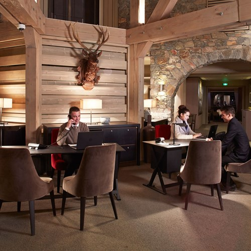 Hotel-Fitz-Roy-Val-Thorens-lobby-seating-area