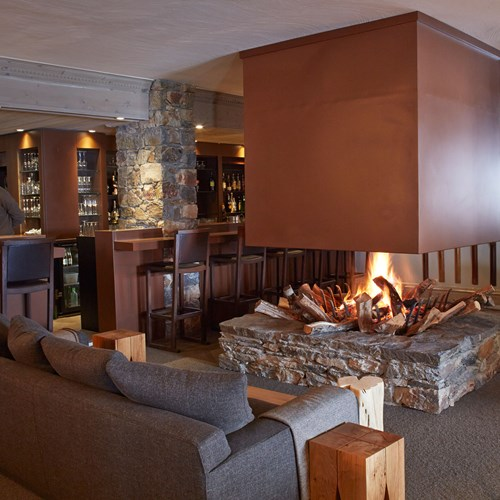 Hotel-Fitz-Roy-Val-Thorens-floating-fireplace