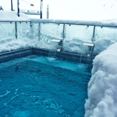 Hotel-Altapura-Val-Thorens-outdoor-pool