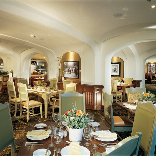 Fairmont-Chateau-Lake-Louise-Italian-Restaurant.jpg