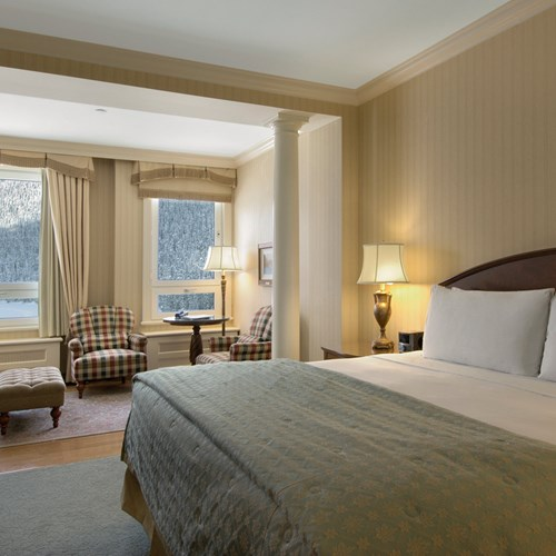 Fairmont-Chateau-Lake-Louise-Junior-Suite.jpg