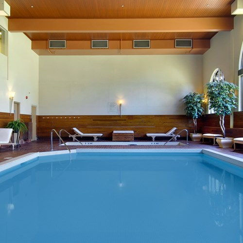 Fairmont-Chateau-Lake-Louise-pool.jpg