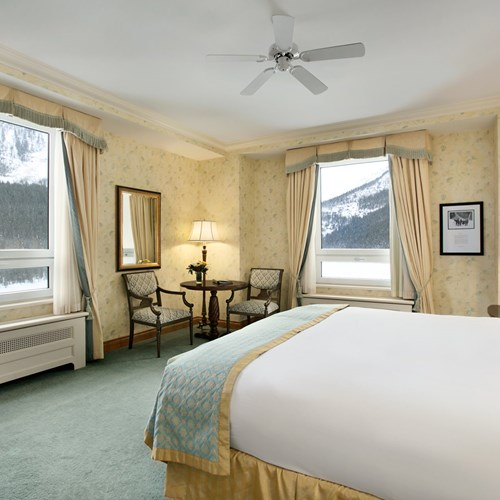 Fairmont-Chateau-Lake-Louise-Deluxe-room.jpg