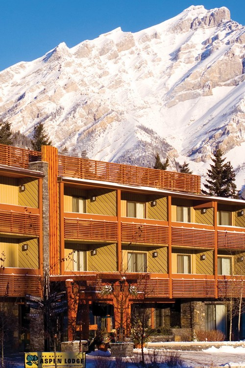 Banff Aspen Lodge, ski hotel in Banff, Canada - exterior view with mountain