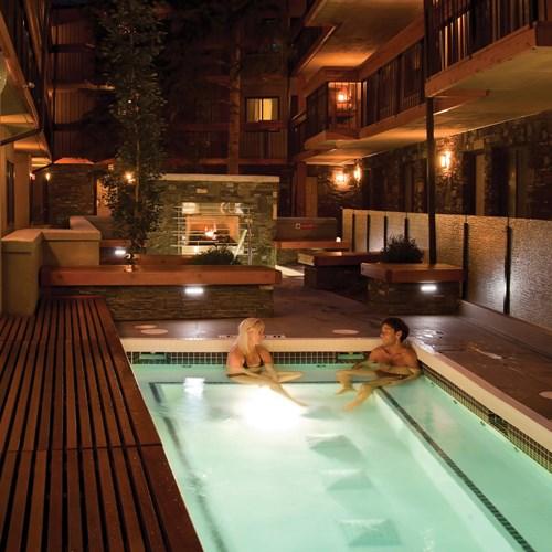 Banff Aspen Lodge, ski hotel in Banff, Canada - outdoor swimming pool