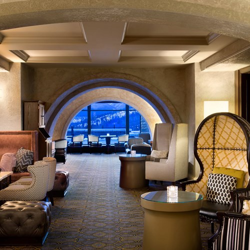Fairmont Banff Springs, ski hotel in Canada - Rundle lounge bar
