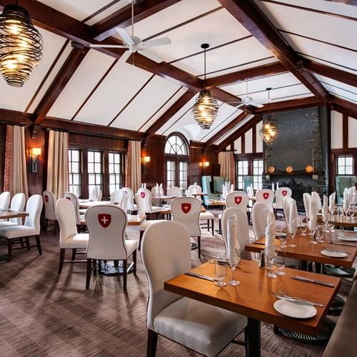 Fairmont Banff Springs, ski hotel in Canada - dining in the restaurant