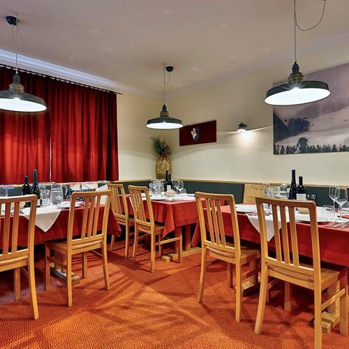 Chalet Amalien Haus, ski accommodation in St Anton, Austria. Dining room.