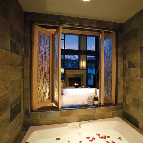 Sunshine Mountain Lodge - luxury bathroom - ski accommodation in Canada