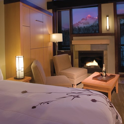 Sunshine Mountain Lodge - double room - ski accommodation in Canada