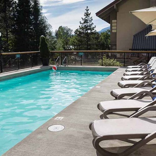 Crystal Lodge, ski accommodation in Whistler. Outdoor hotel pool