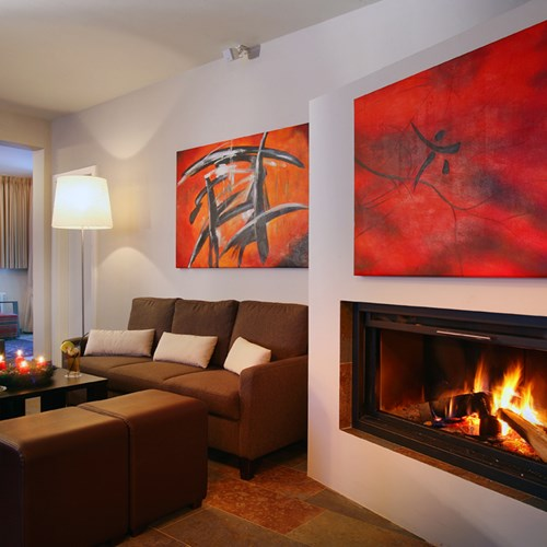 Hotel Banyan, ski accommodation in St Anton, Austria. Lounge with fire