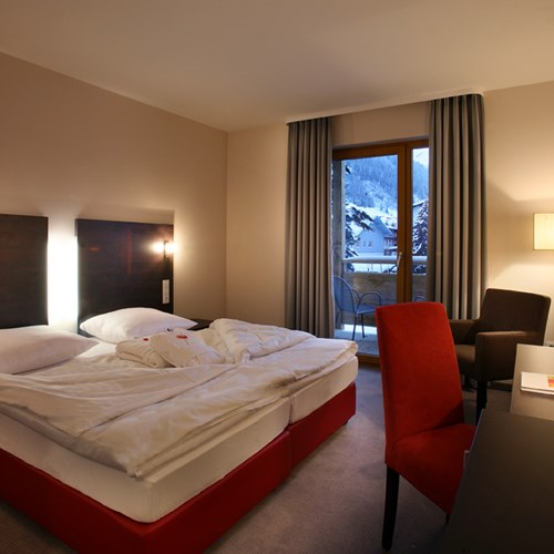Hotel Banyan, ski accommodation in St Anton, Austria. Double bedroom