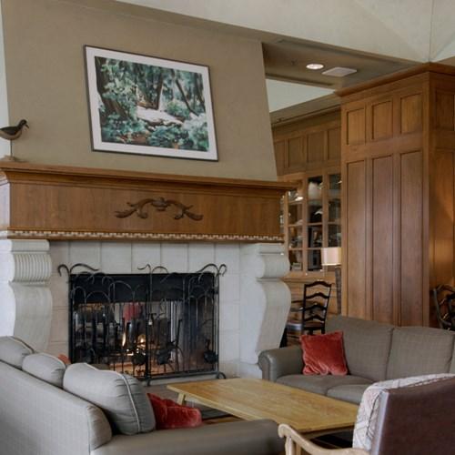 Fairmont-Chateau-Whistler-Mallard-Lounge1.jpg