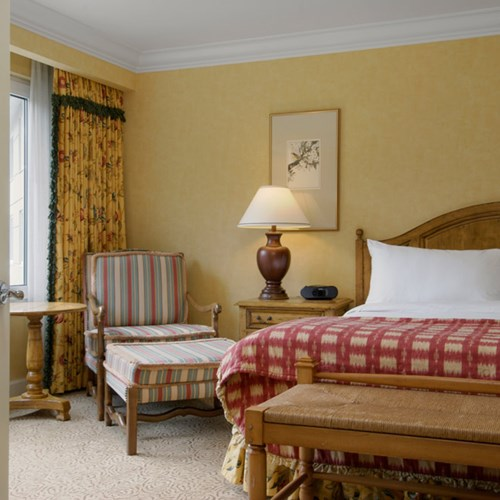 Fairmont-Chateau-Whistler-Mountain-view-suite.jpg