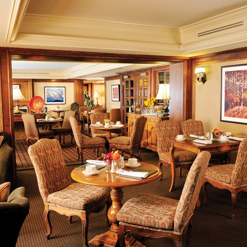 Fairmont-Chateau-Whistler-Gold-Lounge.jpg