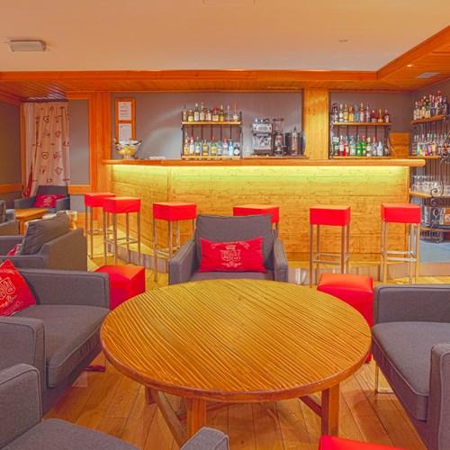 Hotel Royal Rochebrune, Megeve ski hotel in France, Bar/coffee shop